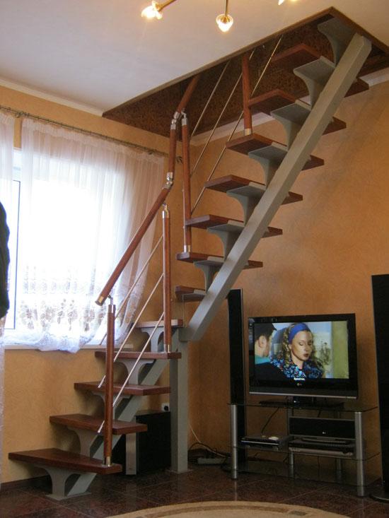 Металлическая лестница на второй этаж в частном доме своими руками
